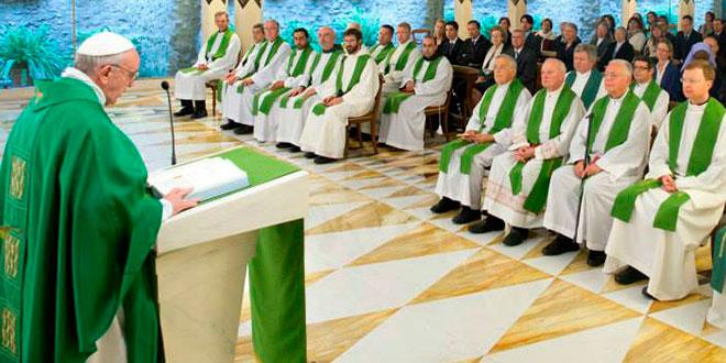 Um padre deve ter paixão, discernimento e denunciar o mal, diz Papa
